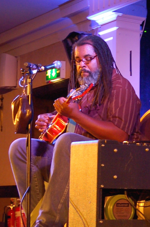 Bluesman Alvin Youngblood Hart at Perth Southern Fried.